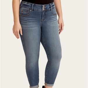 Torrid NWT Size 18 CROP JEGGING - ULTIMATE STRETCH